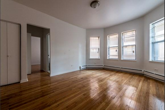5040 W Quincy St Apartments Chicago Living Room