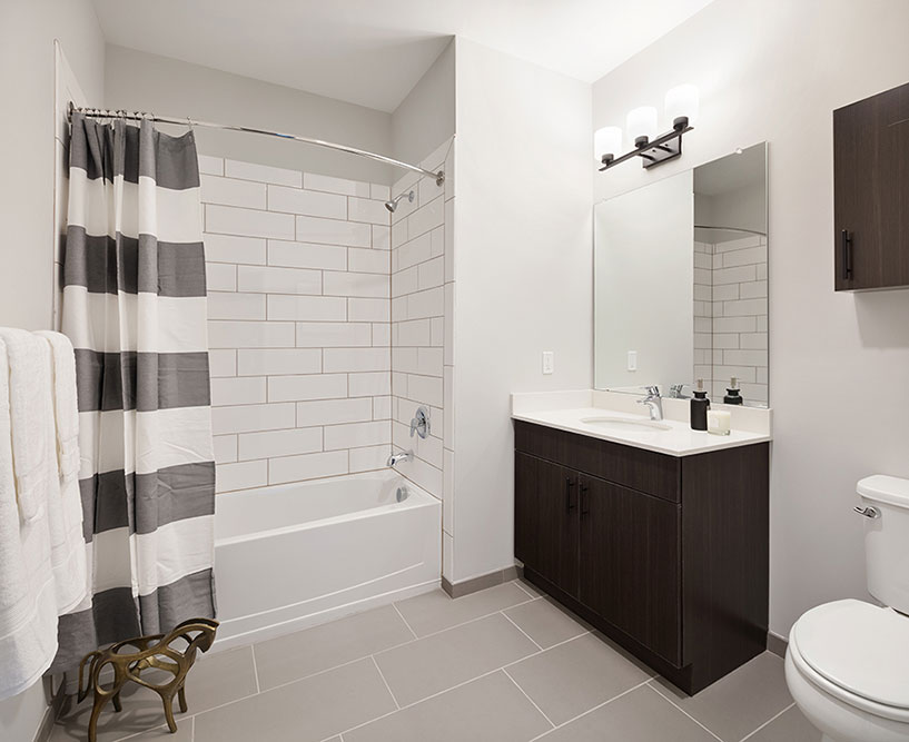 Bathroom With Bathtub at The Link at Aberdeen Station, Aberdeen, 07747