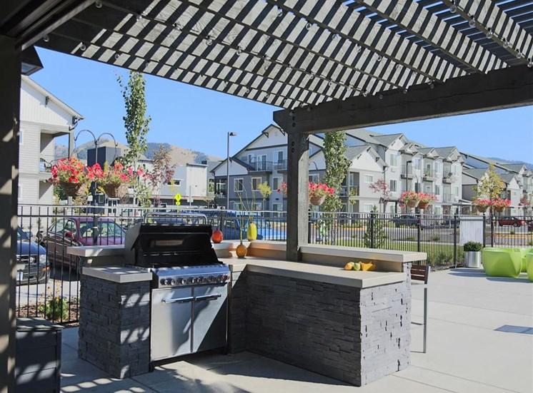 Picnic And Bbq Area at Corso Apartments, Missoula, Montana