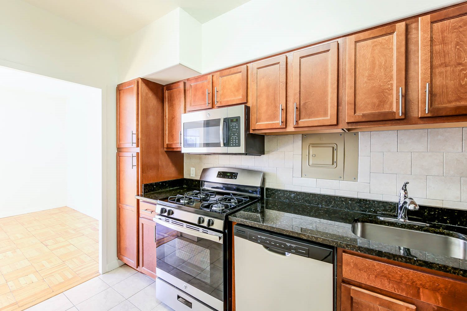 Clarence-House-Apartments-Renovated-Kitchen