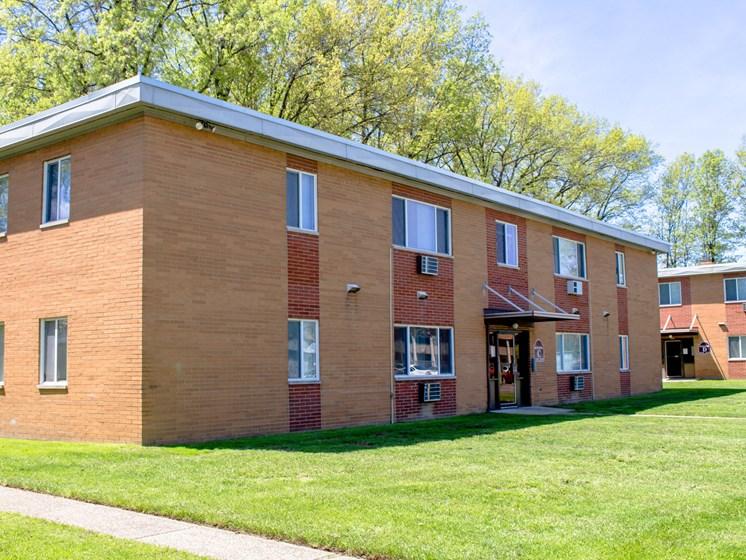 Maple Eastlake Apartments - Eastlake Terrace