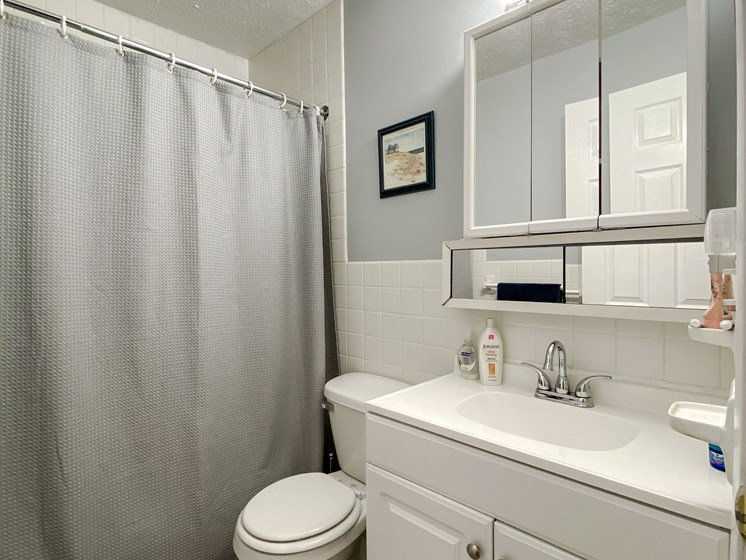 Maple Park 2 Bedroom Bathroom