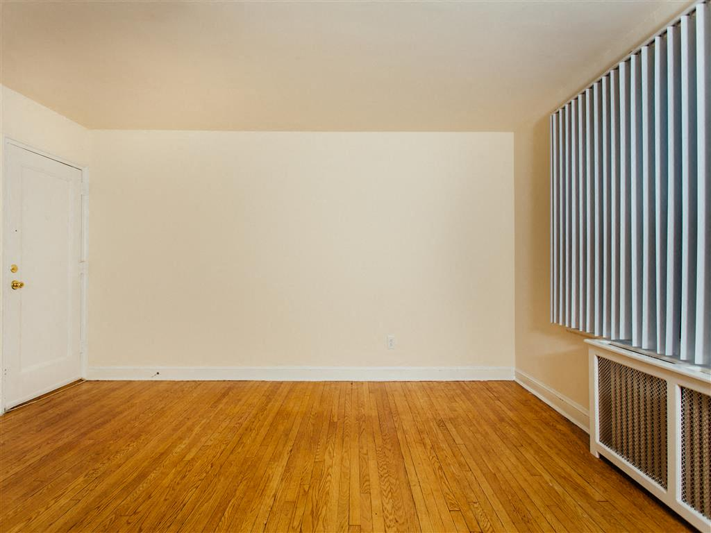 Pleasant-Hills-Village-Living-Room-and-Blinds
