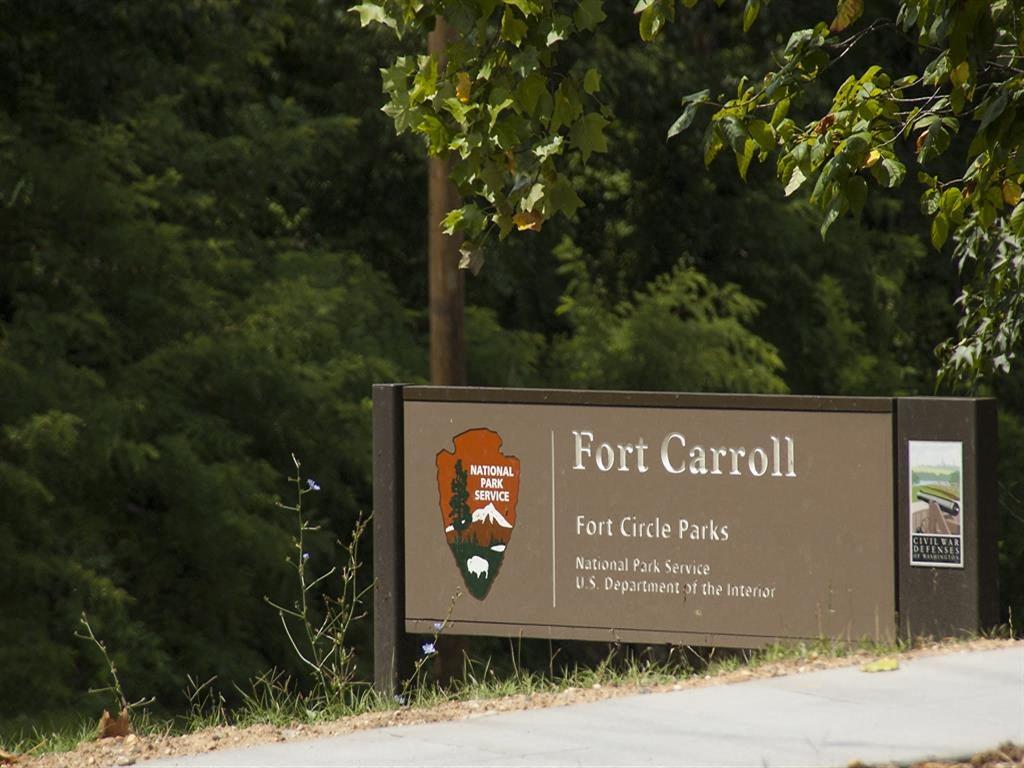 Fort-Caroll-Park-Monument-Sign