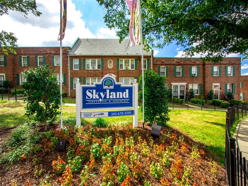 Skyland-Apartments-Monument-Sign