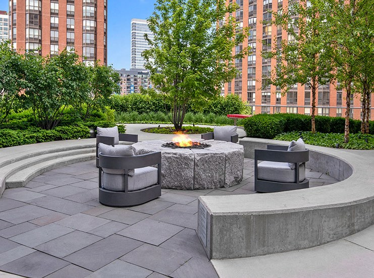 Fire Pit at 1001 South State, Chicago
