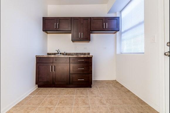South Austin Apartments for rent in Chicago   5201 W Washington Blvd Kitchen