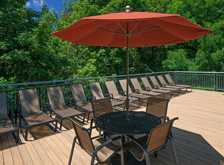 Sundeck with Umbrellas and Dining Tables at Parkridge Apartments, Oregon