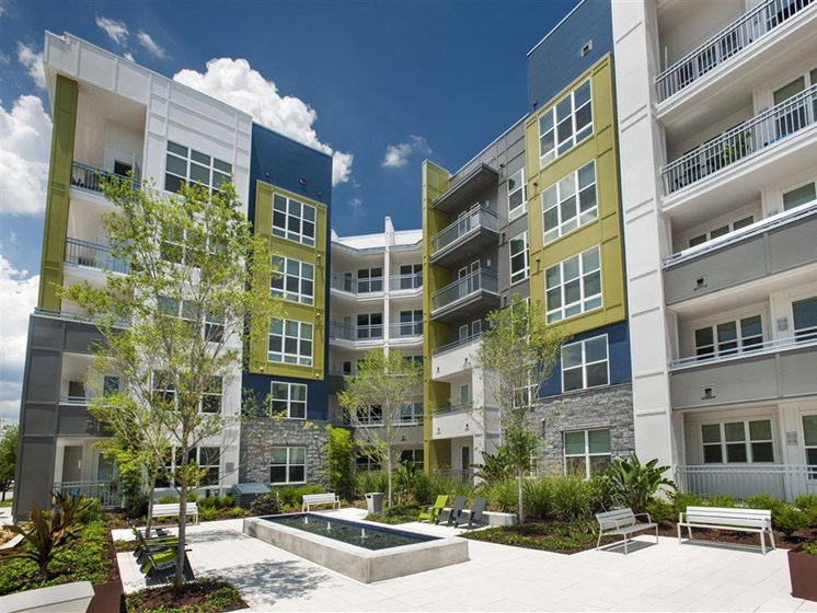 Property Courtyard with Relaxing Seating at Bleecker Hyde Park, Tampa, FL, 33606