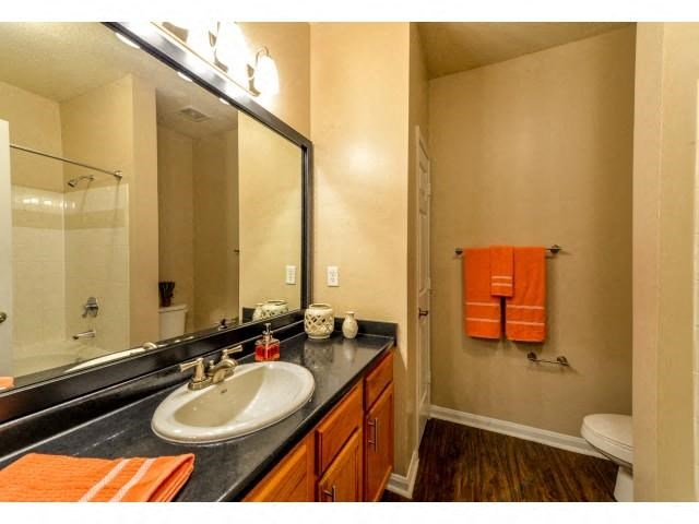 Spacious Bathroom with Relaxing Garden Tub at Legacy Farm Apartments, Collierville, TN 38017