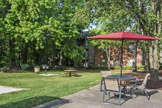 Outdoor Entertainment Spaces with Charcoal Grills at The Summit Apartments, Memphis, TN 38128
