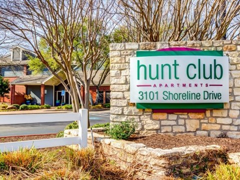 Hunt Club monument sign from roadside