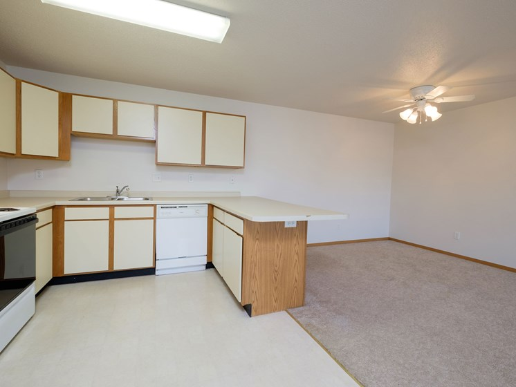 Thunder Creek Apartments | 2 Bdrm - Kitchen-Dining