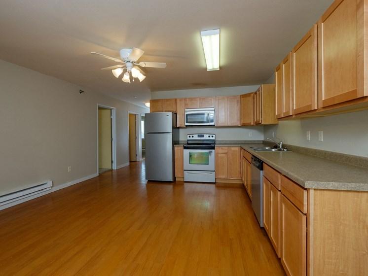 Thunder Creek Apartments | 3 Bdrm - Kitchen