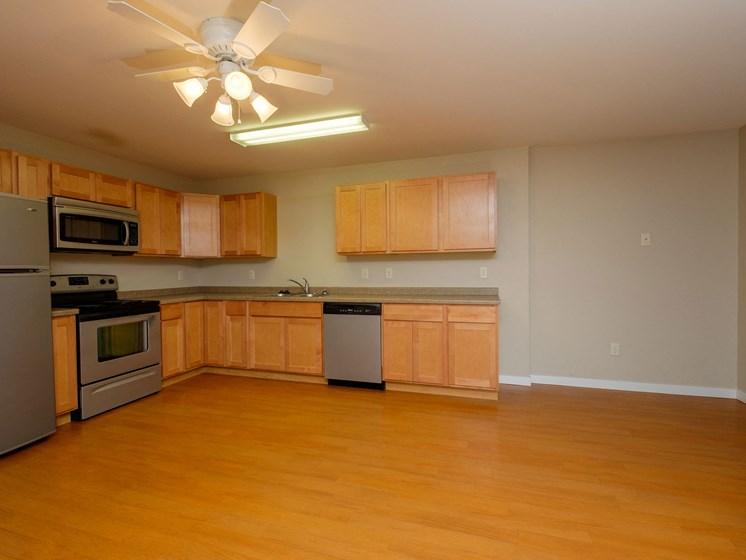 Thunder Creek Apartments | 3 Bdrm - Kitchen-Dining
