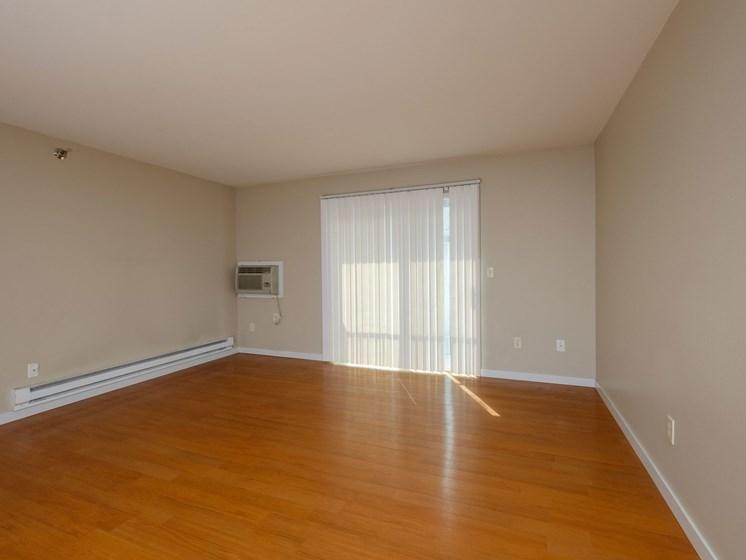 Thunder Creek Apartments | 3 Bdrm - Living Room