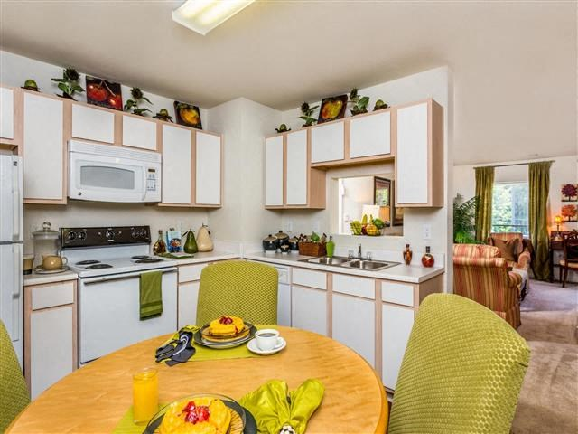 Dining Space at Featherstone Village Apartments, Durham, NC, 27703