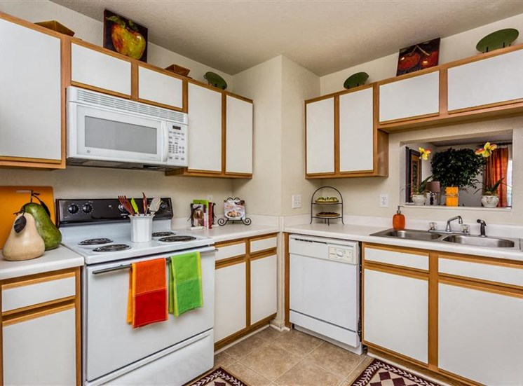 Fully Equipped Kitchen at Hidden Creek Village Apartments, Fayetteville, 28314