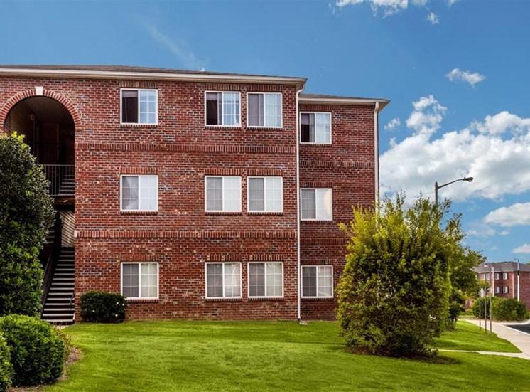 Spacious Lawn at Eagle Point Village Apartments, North Carolina, 28314