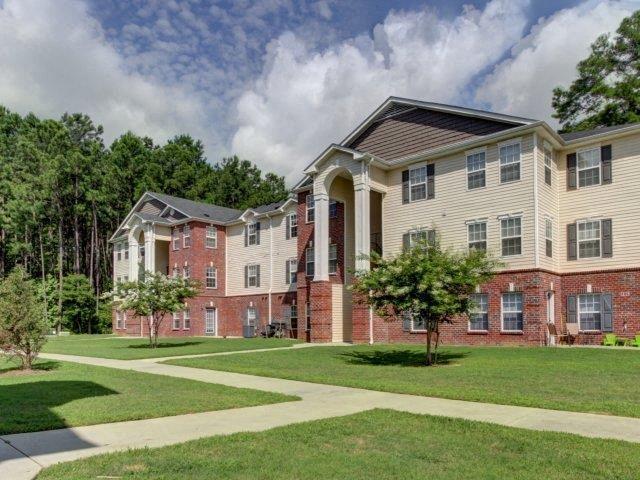 Apartment Complex Entrance at Cobblestone Village Apartments, Summerville, 29483