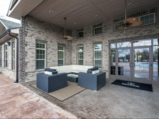 Open Air Lounge at Glass Creek Apartments, Tennessee