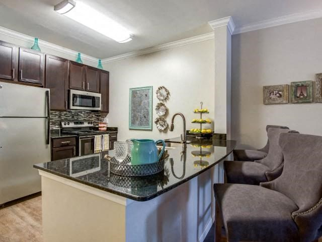Kitchen With Breakfast Bar at Everwood at the Avenue, Murfreesboro