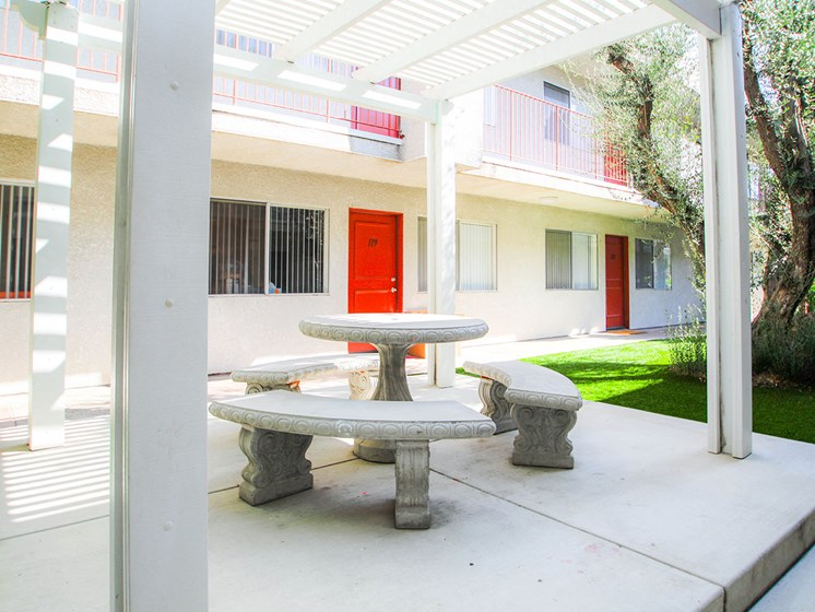Seating area in the courtyard of Sherman Oaks Gardens.
