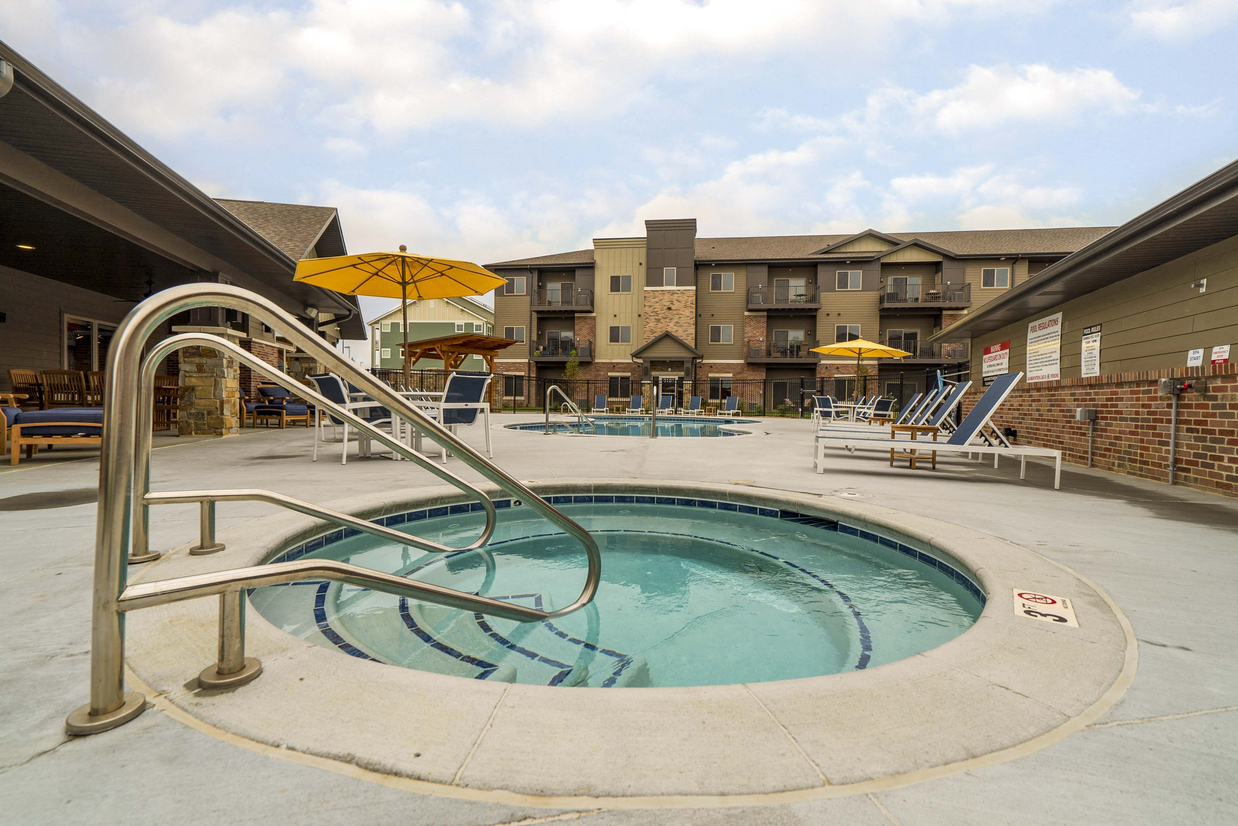 hot tub view of WH Flats new luxury apartments in south Lincoln NE 68516