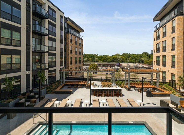 Private Apartment Balcony Residences at 1700, Minnesota