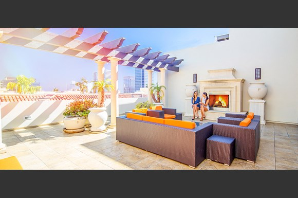 Brentwood-Luxury-Apartments-Luxe-Villas-Exterior-Rooftop-Lounge-Models