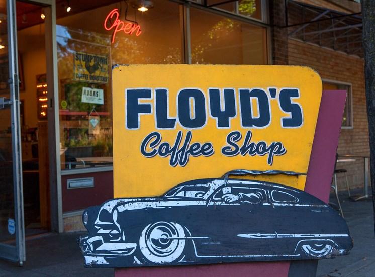 EllaMarie_Photo_ Floyds Coffee Shop
