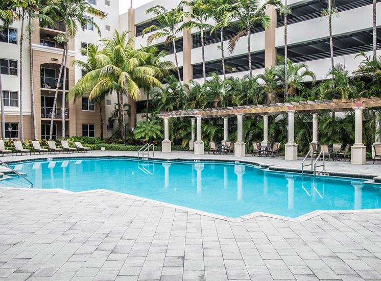 Vizcaya Lakes apartments swimming pool in Boynton Beach, Florida