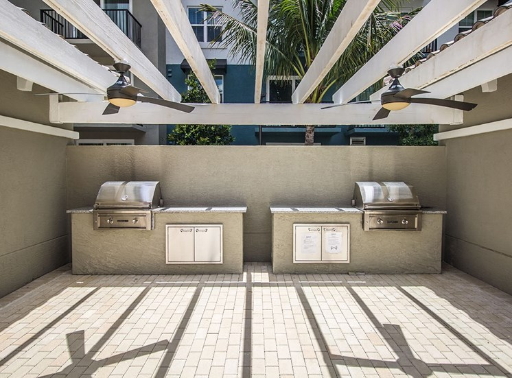 Santorini's resident barbecue grills in the pool area in Florida