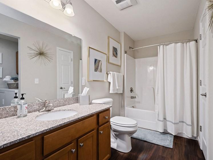 Union Township OH Apartment Rentals Redwood Savannah Ridge Bathroom