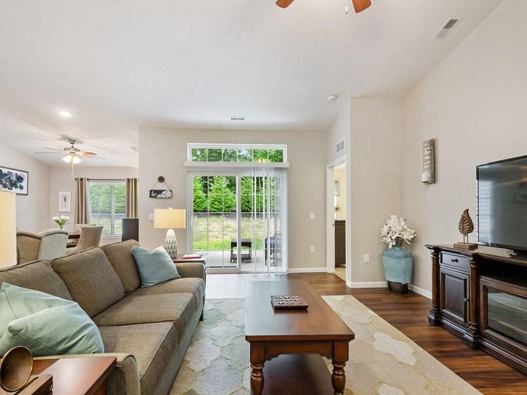 Union Township OH Apartment Rentals Redwood Savannah Ridge Living Room
