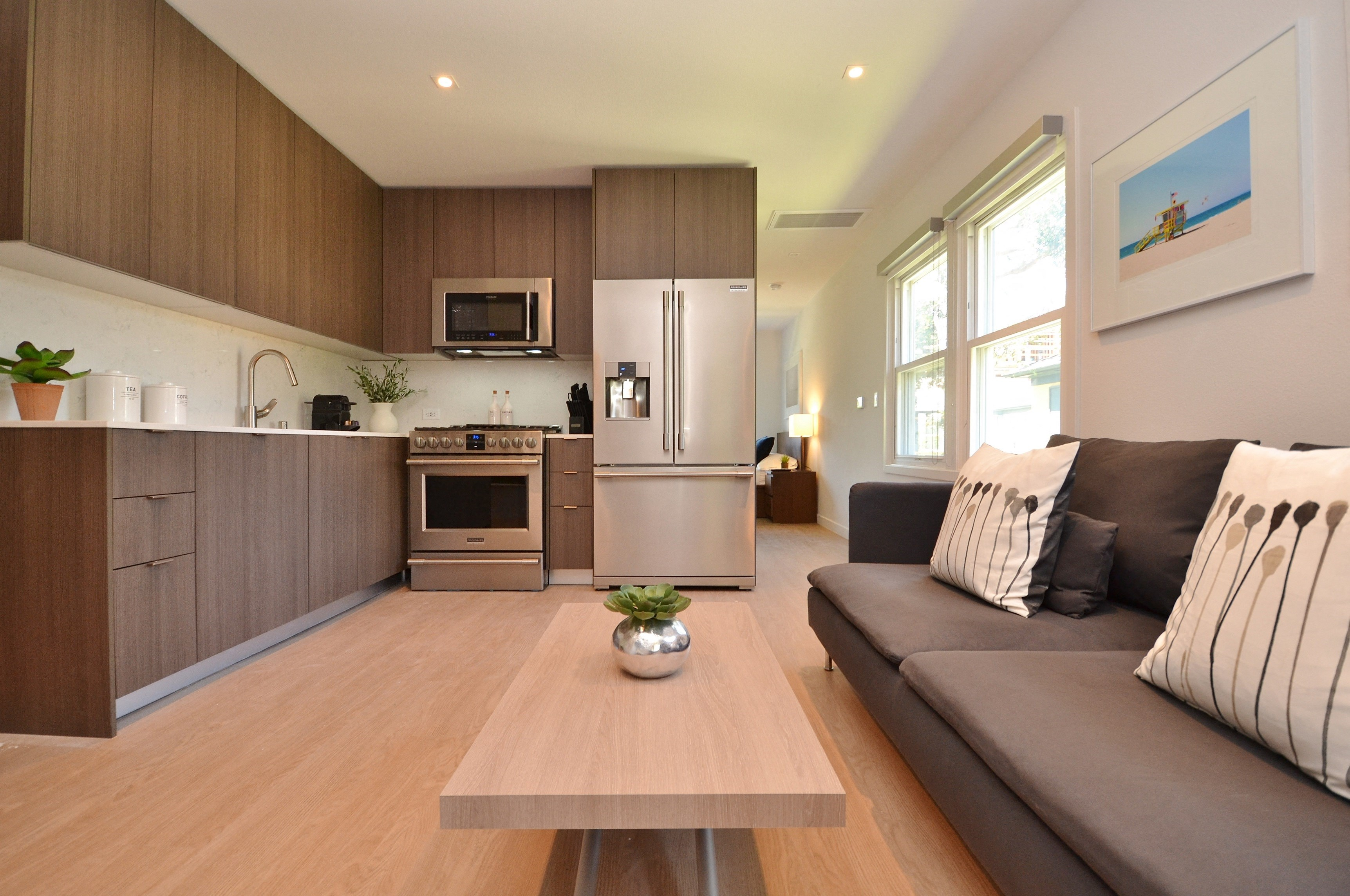 Westchester-Furnished-Apartments-Luxe-Suites-Living-Room-6