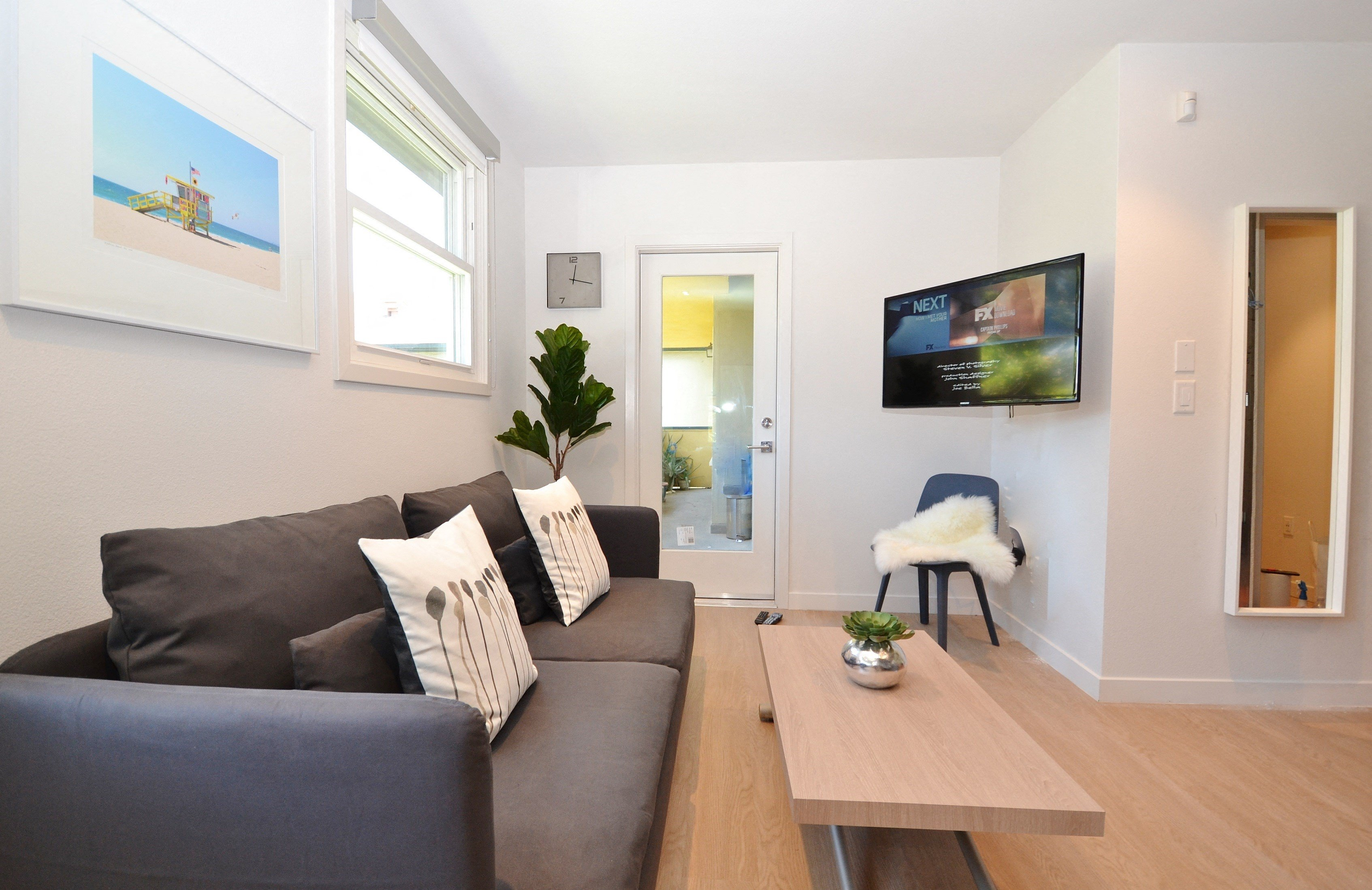 Westchester-Furnished-Apartments-Luxe-Suites-Living-Room-7
