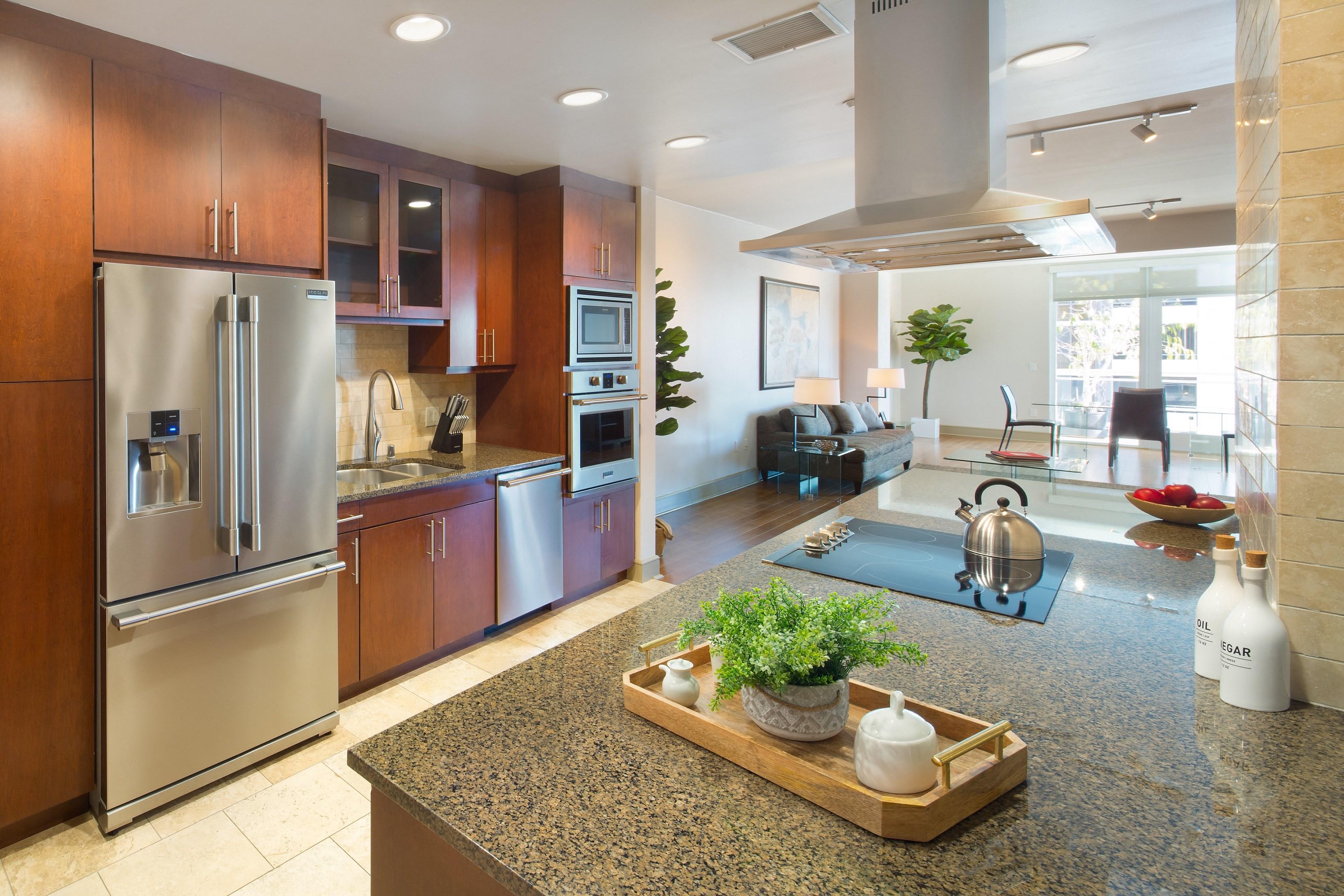 Westwood-Apartment-Wilshire-Victoria-Interior-Kitchen-6
