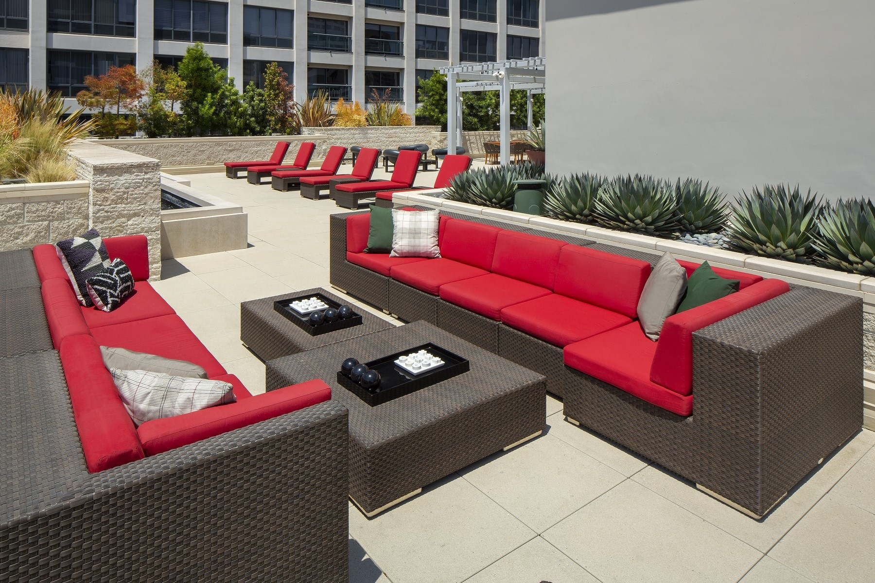 Westwood-Luxury-Apartments-Wilshire-Victoria-Exterior-Rooftop-Lounge-1