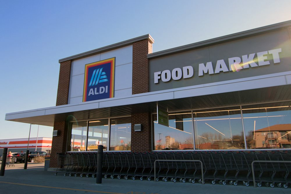 Aldi Food Market located near South View Apartments