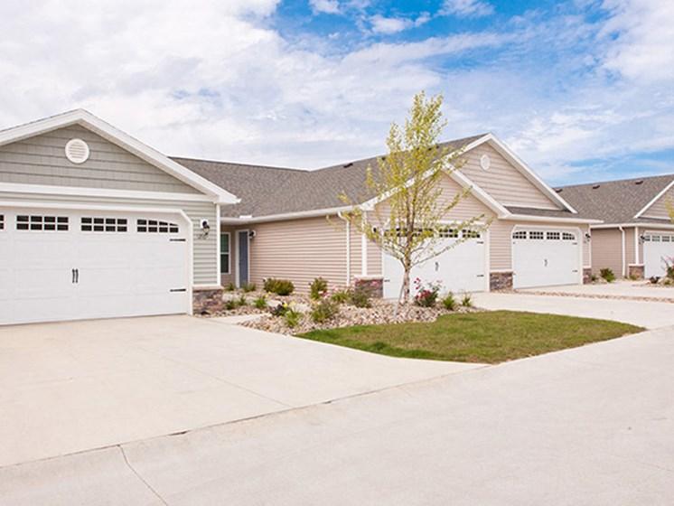 Marysville OH Apartment Rentals Redwood Milford Crossing Garages