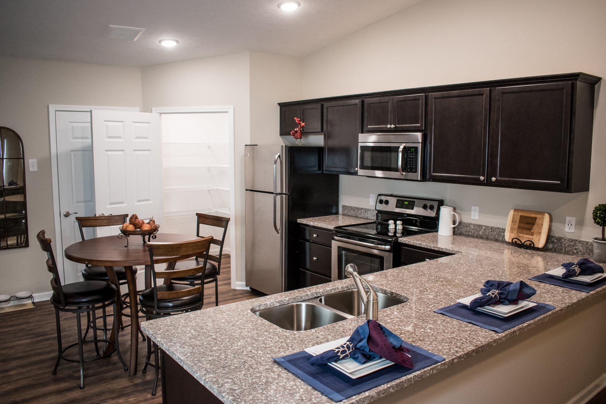 Brownsburg IN Apartment Rentals Redwood Brownsburg Kitchen