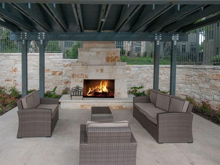 outdoor lounge apartments in san antonio