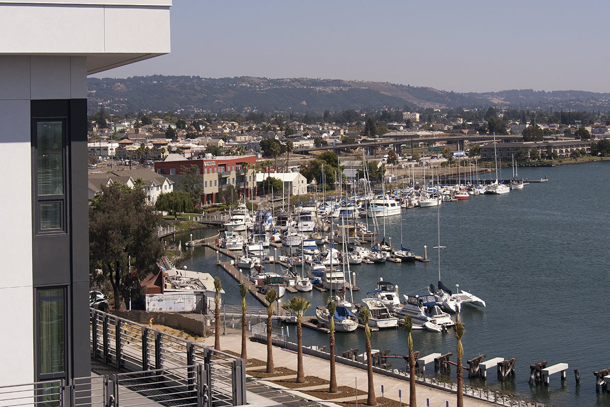 water view clubhouse seating  l Orion Apartments in Oakland