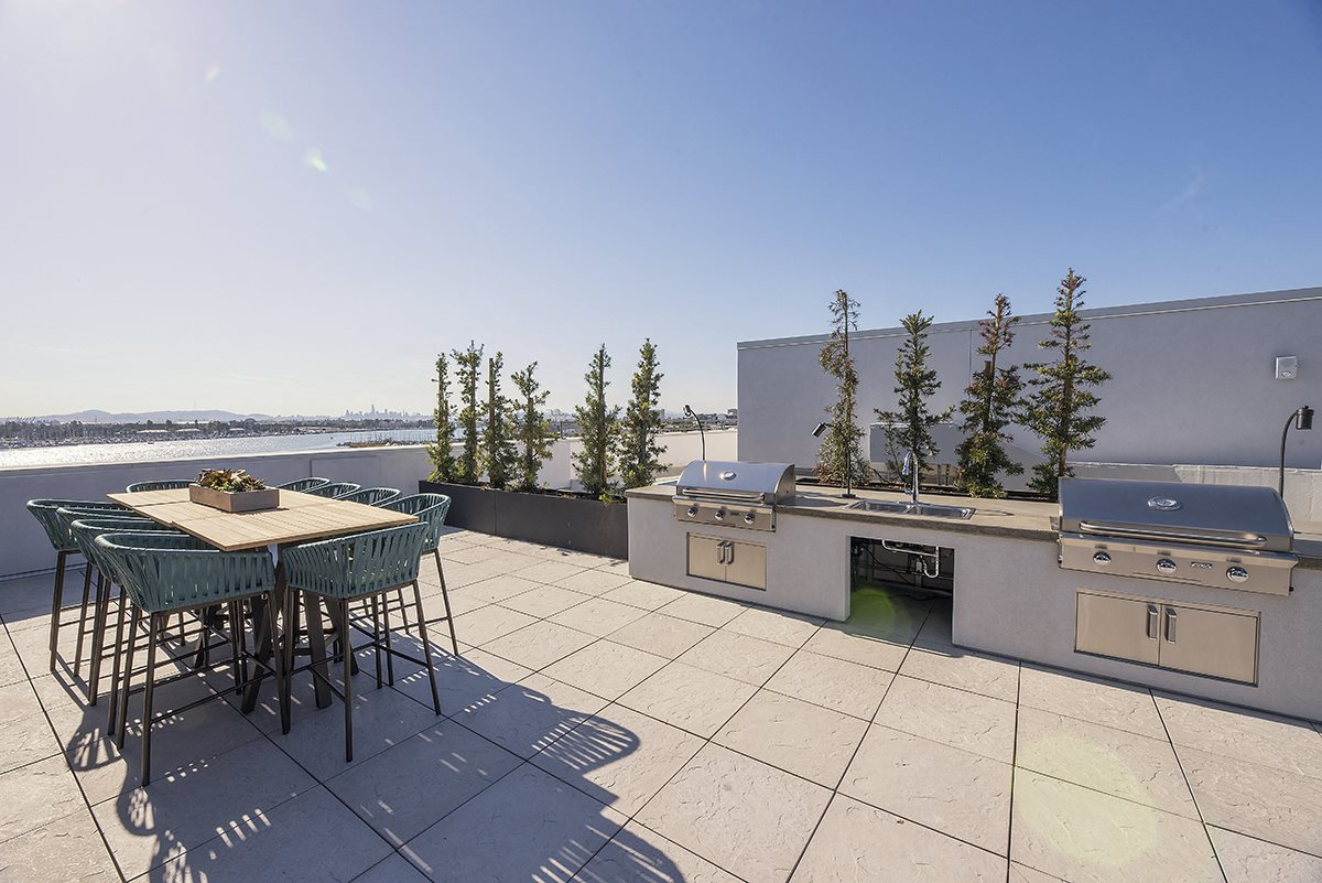 Rooftop seating by BBQ  l Orion Apartments in Oakland