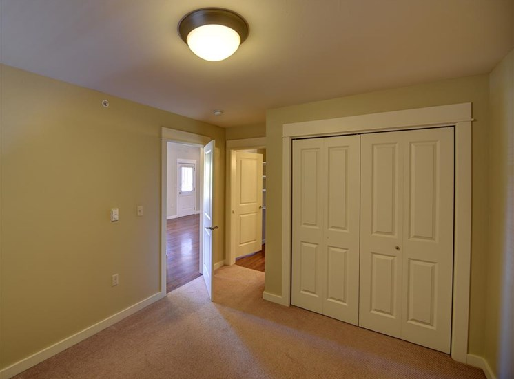 Guest bedroom at Saddleview Apartments, Montana