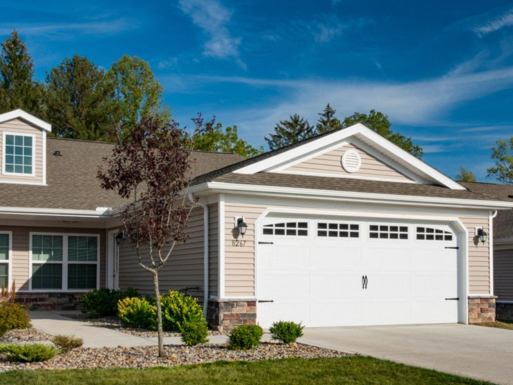 Delta Township MI Apartment Rentals Redwood Pepper Ridge Two Car Garage