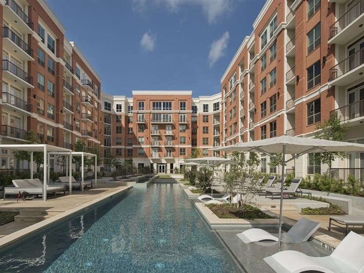 Resort style pool at The Mark apartments for rent