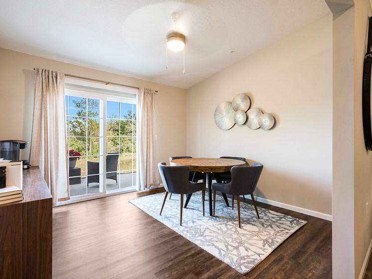 Grand Blanc MI Apartment Rentals Redwood Grand Blanc Den To Patio