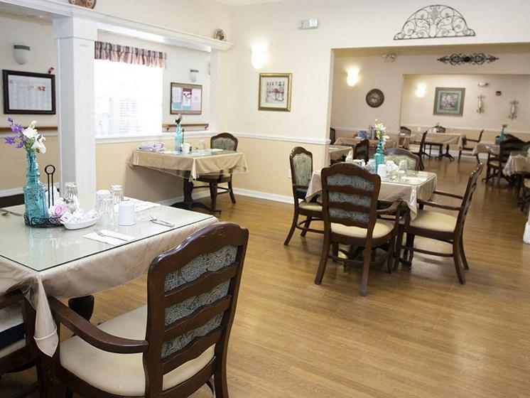 Dining Hall at Savannah Court & Cottage of Oviedo, Oviedo, 32765